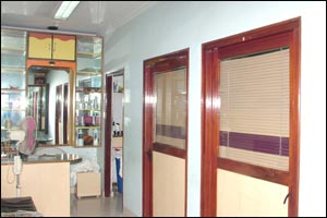 The Mirror Beauty Parlor