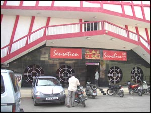 Sensation Sunshine (Lakdi-ka-Pul)