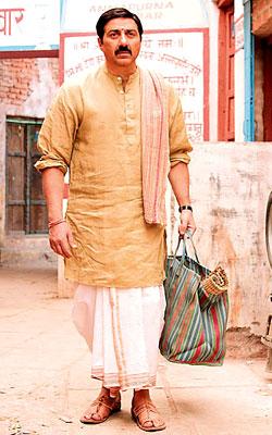 Mohalla Assi (hindi) - cast, music, director, release date
